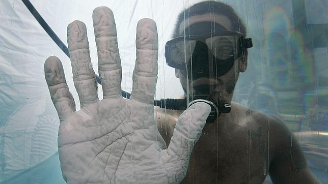 ¿Por qué se nos arrugan los dedos en el agua? Una respuesta seria