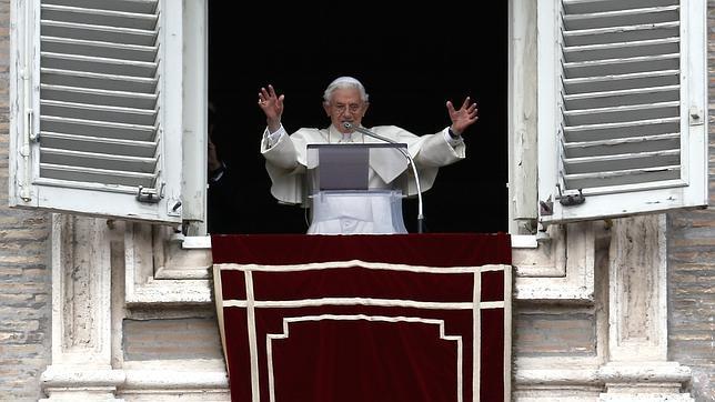 Benedicto XVI: «No abandono la Iglesia»
