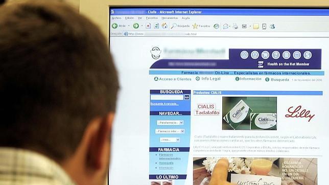 Un usuario accede a la web de una página de una Farmacia