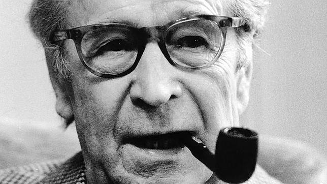 Según Banville/Black, Simenon (en la imagen) es «uno de los grandes novelistas del siglo XX»