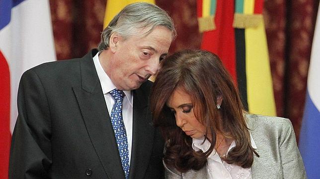 Los Kirchner, salpicados por un gran escándalo de lavado de dinero negro
