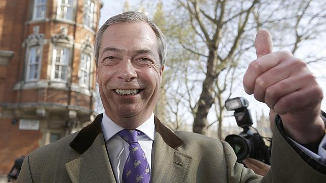 Nigel Faragel, líder del UK Independence Party, canta victoria (UKIP)