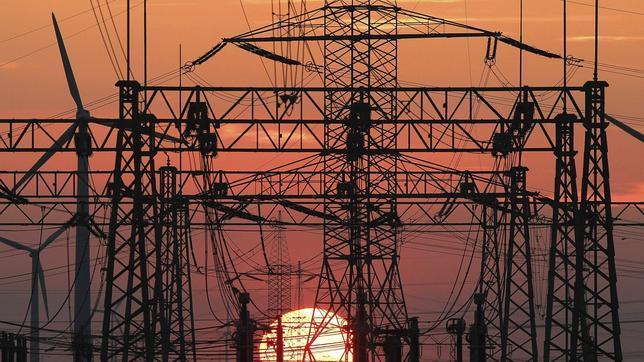 La próxima subasta eléctrica apunta a una subida del 5% de la luz a partir de julio