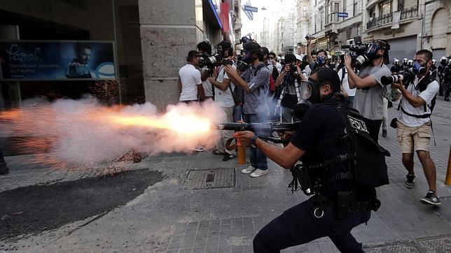 Nuevas detenciones y enfrentamientos por el parque Gezi de Estambul