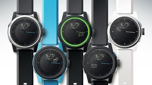 En la imagen, cookoo, un reloj semi analógico que interactúa con móviles