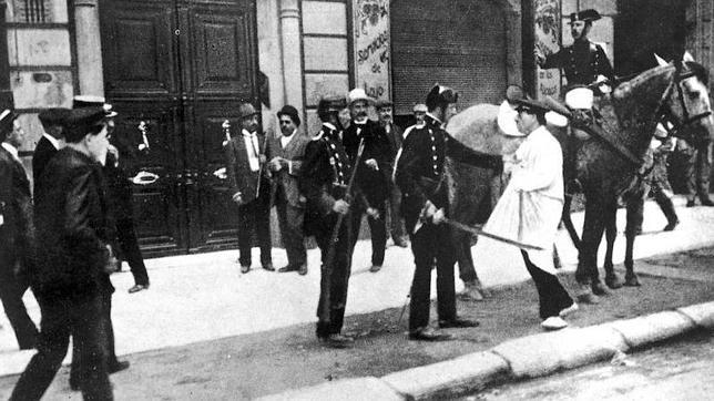 Imagen de Barcelona, el 27 de agosto de 1909. Comienzan las revueltas