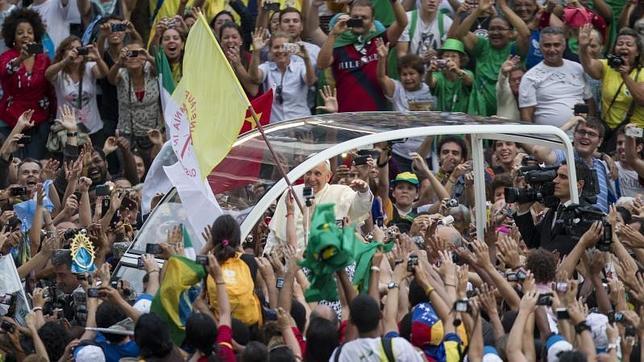 Las autoridades brasileñas se desentienden de los fallos de seguridad en la llegada del Papa