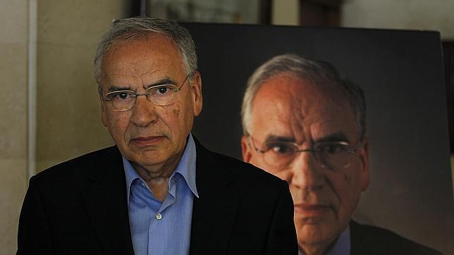 Alfonso Guerra cree que la urgencia de Griñán indica que algo «le afecta muy personalmente»
