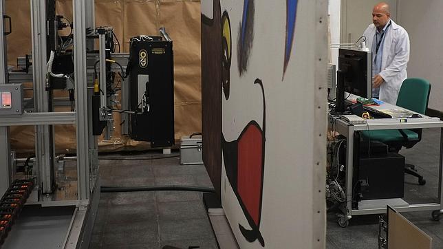 Así trabaja «Pablito», el robot del Museo Reina Sofía