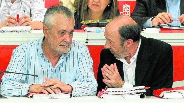 Rubalcaba intenta que el final de Griñán no corte su supervivencia