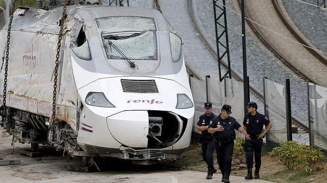 El maquinista hablaba por teléfono con un compañero en el momento del accidente