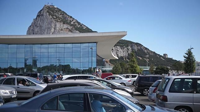 España prohíbe la entrada a Gibraltar de camiones con hormigón