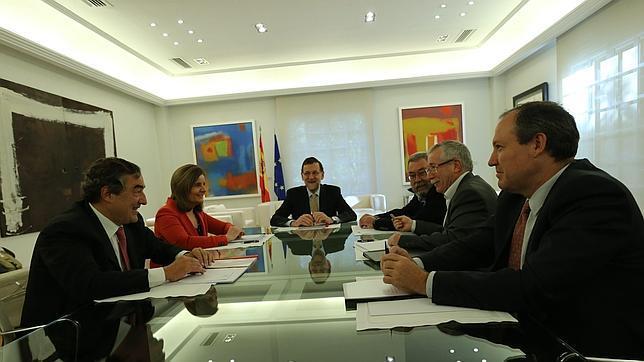 Gobierno, oposición, sindicatos y patronal, unidos contra la rebaja salarial del FMI