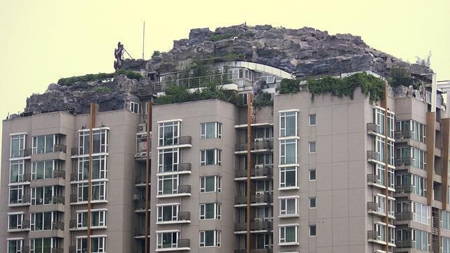 El hombre que construyó su propia «montaña» en la terraza tendrá que demolerla