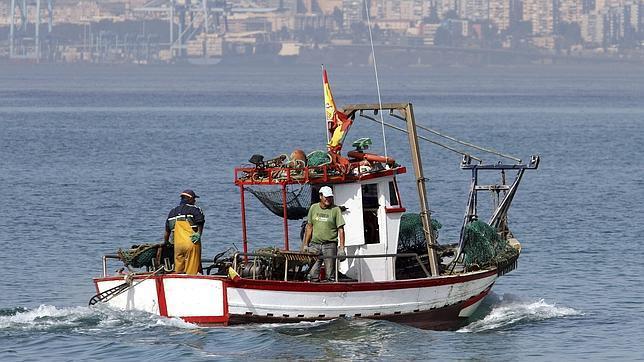 La Guardia Civil investiga si Gibraltar ha lanzado más bloques de hormigón al mar