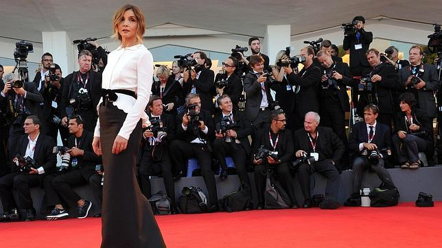 La actriz francesa Clotilde Courau, a su llegada al Festival de Venecia