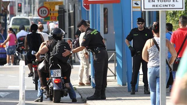 Un guardia civil es arrollado durante un control de contrabando en la Línea