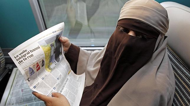 Reino Unido quiere prohibir el uso del «niqab» entre el personal sanitario