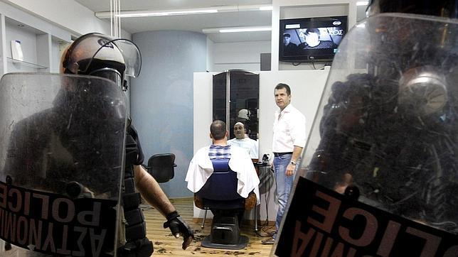 Dimiten altos cargos de la policía griega por su posible vinculación con un grupo neonazi