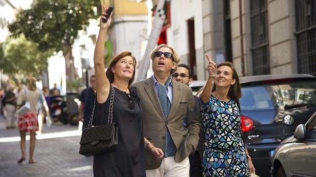 Michael paseó por las calles de Madrid junto a la directora de la revista «Nuevo Estilo»