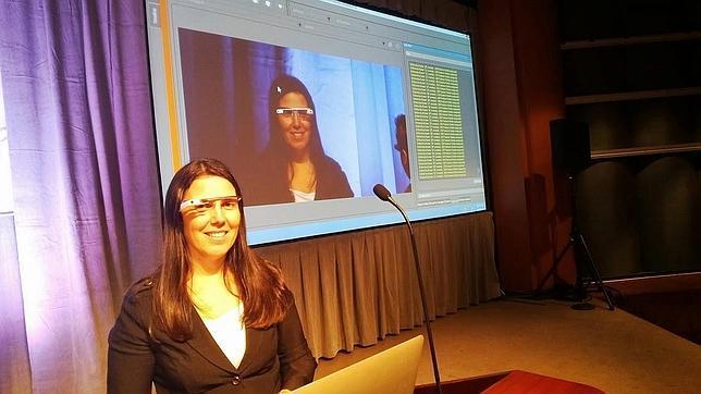 Una mujer recibe la primera multa por conducir usando las Google Glass