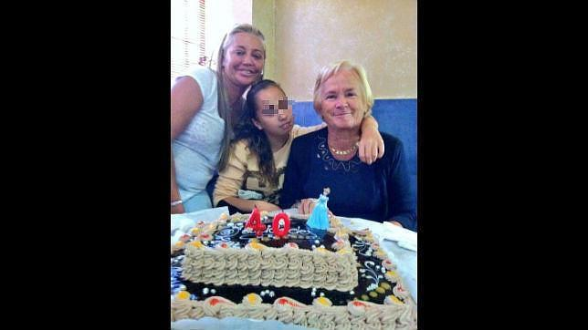 Belén Esteban celebra sus 40 años en compañía de su hija y su madre