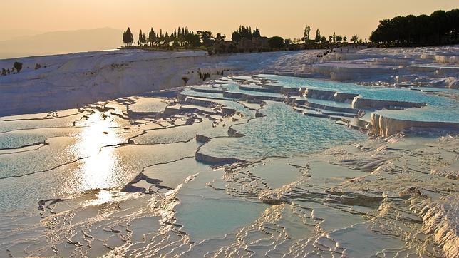 Diez piscinas naturales de agua caliente en parajes increíbles