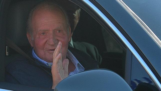 El Rey abandona el hospital: «Todo muy bien, fenomenal»