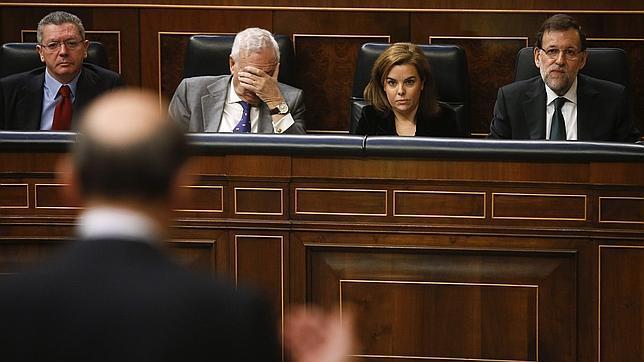 Rajoy y Rubalcaba escenifican su unidad contra la consulta separatista de Mas