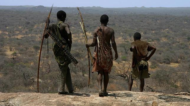 La Tribu Africana Que Caza Como Los Tiburones