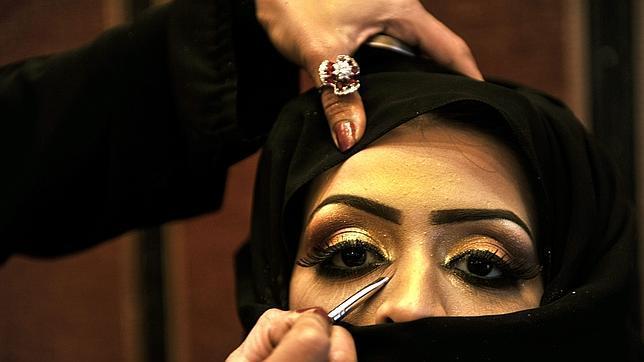 Los saudíes culpan al exceso de maquillaje del aumento de abusos sexuales