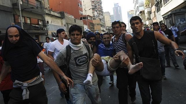 Maduro ordena detener a un líder opositor tras la jornada de violencia en Venezuela