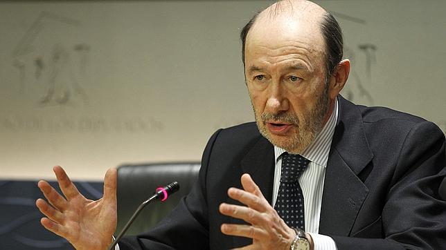 Rubalcaba envía a un hombre de confianza a Pamplona para frenar la moción del PSN