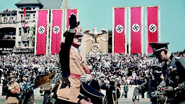 El ascenso de Hitler es sólo explicable en un país que no quiere asumir las consecuencias de la Gran Guerra y que ha vivido aterrorizado un intento revolucionario