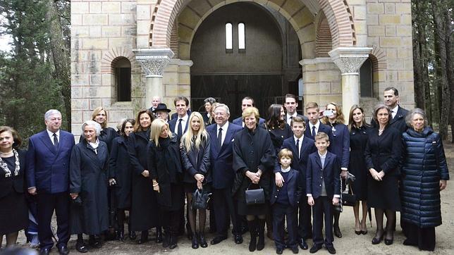 El homenaje al Rey Pablo reúne por primera vez a sus descendientes en Tatoi
