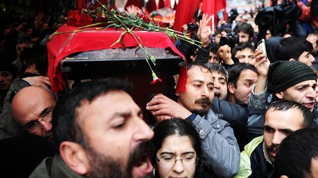 Entierro del joven Berkin Elvan este martes en Estambul