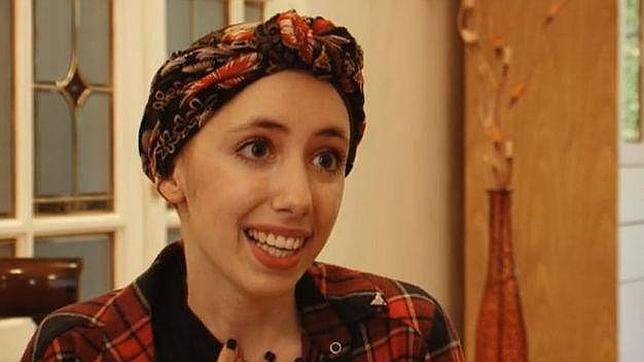 Una joven con cáncer escribe una emotiva carta: «Mi sonrisa sigue brillando»