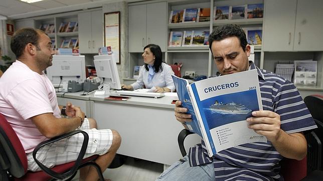 La asociación de agencias de viajes se libra de la multa de 440.000 euros