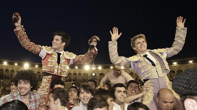 Borja Jiménez y José Garrido, por la Puerta del Príncipe de Sevilla