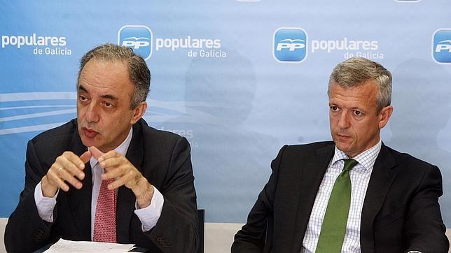 A la derecha, el vicepresidente de la Xunta, Alfonso Rueda