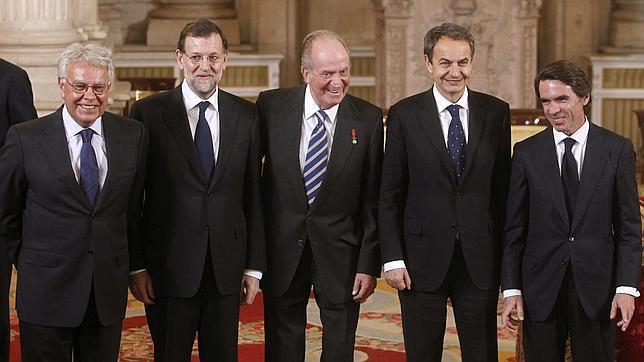 Don Juan Carlos posa con todos los presidentes de la Democracia el pasado mes de enero