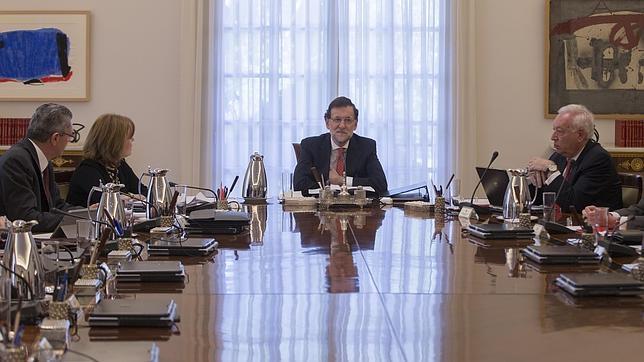 El Gobierno expresa su lealtad y afecto a los Reyes y elogia la figura de Felipe VI