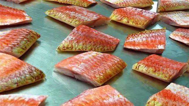 La mafia mezcla el pescado podrido con cafodos, una sustancia química que le da apariencia de fresco