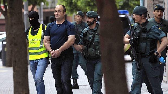 Detenido un «tirador selecto» elegido por ETA para atentar contra Patxi López y Rodolfo Ares