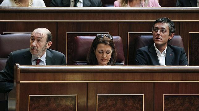 Rubalcaba reafirma la «fidelidad» del PSOE a la Constitución y pide un «nuevo tiempo»