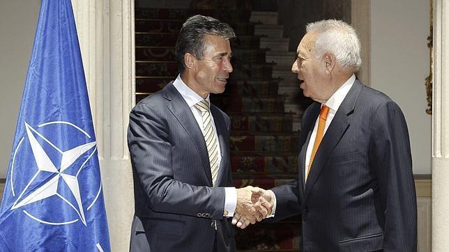 Margallo conversa con el secretario general de la OTAN, Anders Fogh Rasmussen