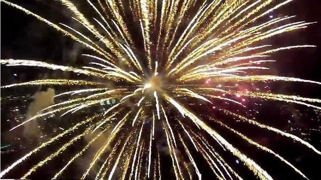 Así se ven los fuegos artificiales desde un drone
