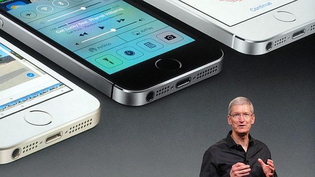 El consejero delegado de Apple, Tim Cook, durante la presentación de los nuevos iPhone