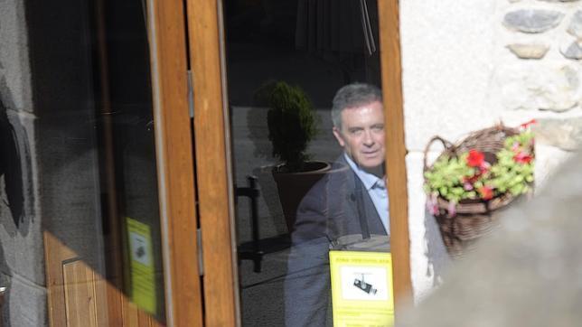 Jordi Pujol Ferrusola a la salida de un restaurante en Das