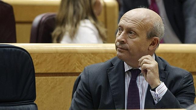 El ministro de Educación, Cultura y Deportes, José Ignacio Wert, durante la sesión de control al Gobierno